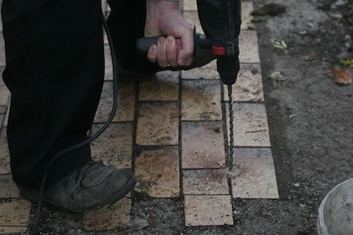 Bodenanker setzen für das neue Gewächshaus