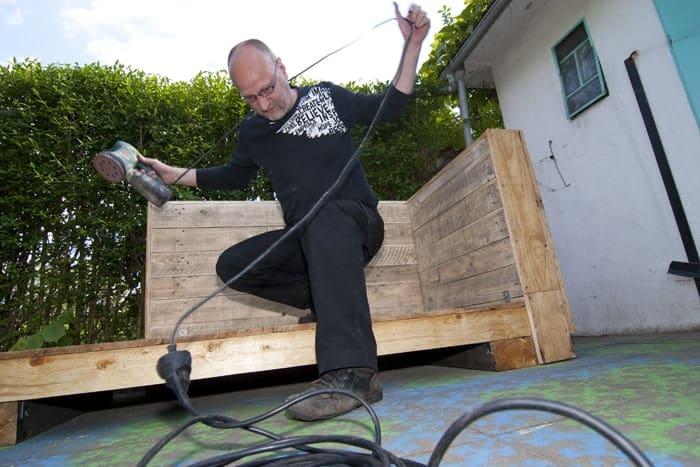 Bauanleitung Paletten-Lounge, schleifen
