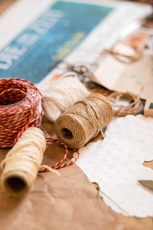 diy geschenkpapier selbst gestalten zero waste und kreativ. Black Bedroom Furniture Sets. Home Design Ideas