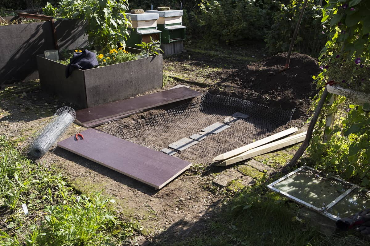 Hochbeet bauen, Hasendraht als Mäuseschutz