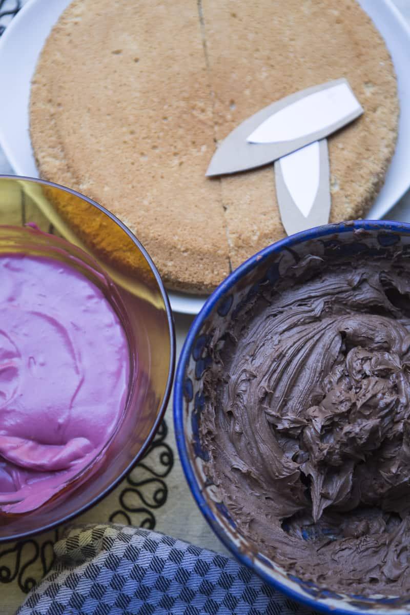 Osterhasenkuchen, Füllung Himbeere- und Schokocreme