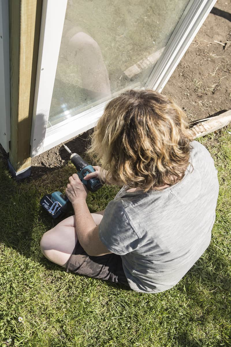 Upcycling-Projekt: Tomatenhaus aus alten Fenstern. Detailierte Bauanleitung mit Materialliste, Kostenaufstellung, vielen schönen Bildern. Einfach Nachbauen.
