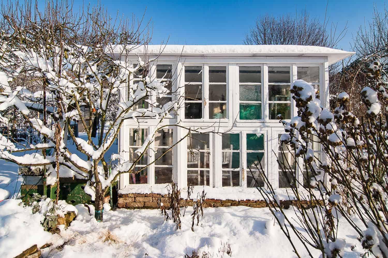So macht ihr euren Garten winterfest in 4 Schritten. Naturnah, insektenfreundlich und schön anzusehen, mit Quartieren für Igel und Kröten.