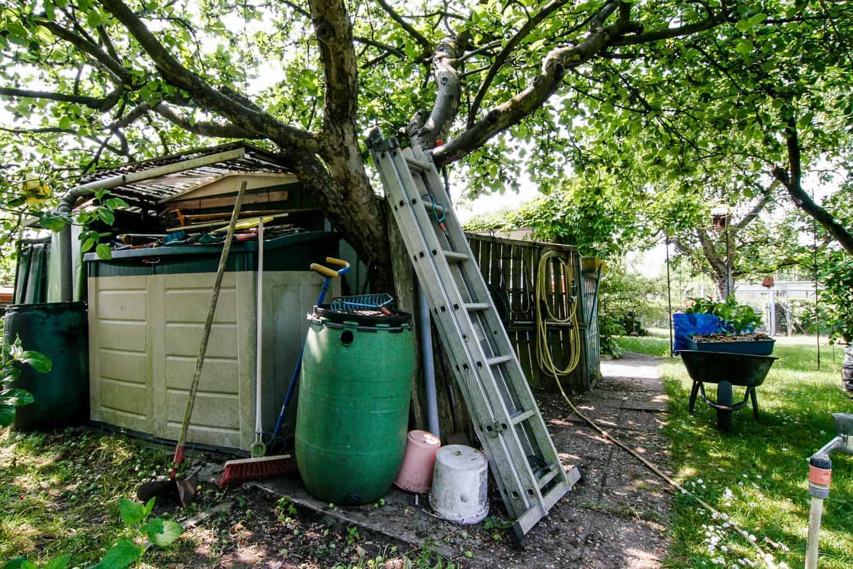 Die Gartenspüle: Vorher-Nachher, unterm Apfelbaum