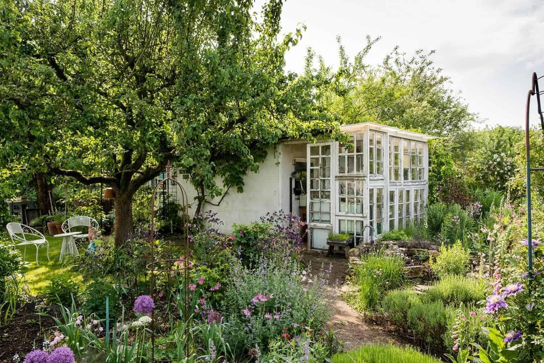 Die Gartenspüle: Vorher-Nachher, vorderer Gartenteil