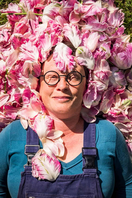 Anja mit Tulpen-Perücke