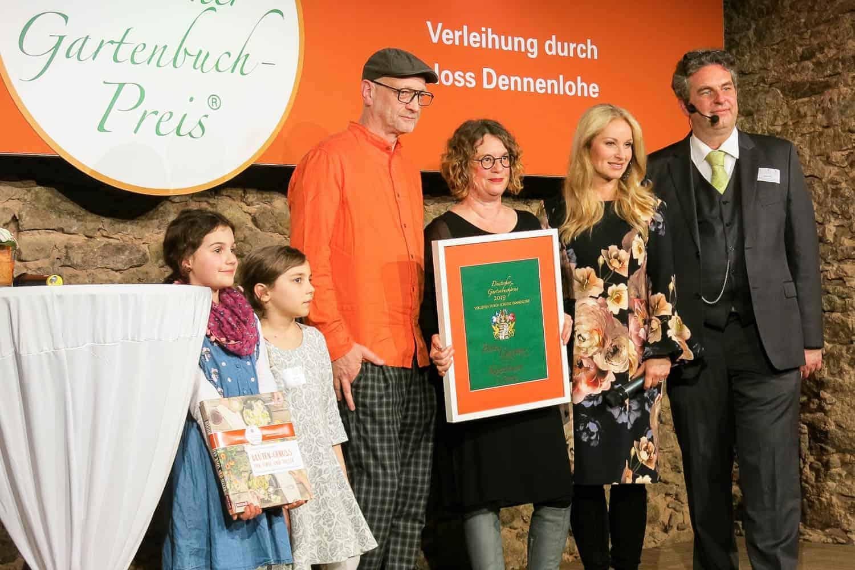 """Deutscher Gartenbuchpreis 2019 auf Schloss Dennenlohe: unser Buch """"Blüten-Genuss für Tafel und Teller"""" wurde in der Kategorie bestes Gartenkochbuch prämiert"""