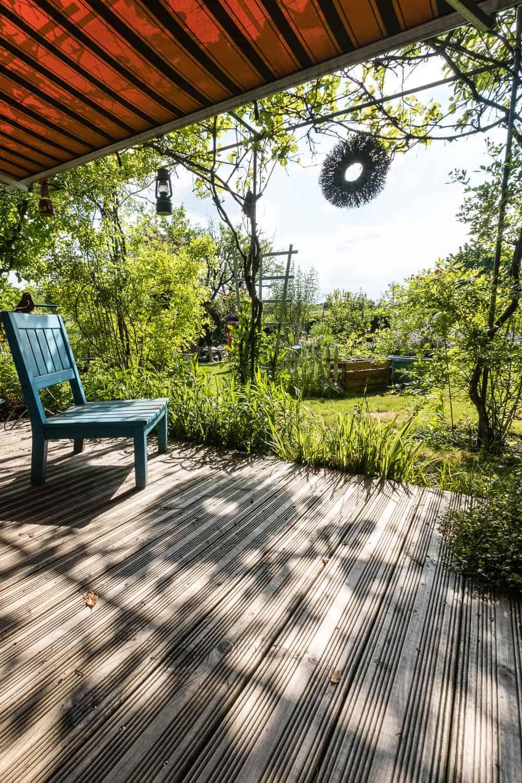Holz-Terrasse, schön aber rutschig bei Nässe