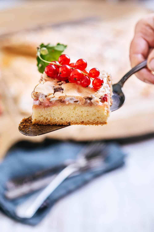 Johannisbeeren-Baiser vom Blech unkomplizierter Kuchen für viele Gäste
