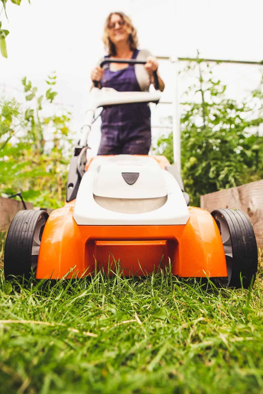Rasenmäher für schmale Rasenwege